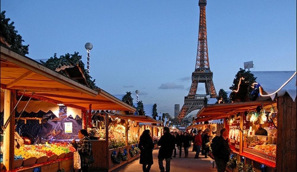 Marché de Noël près de la Tour Eiffel